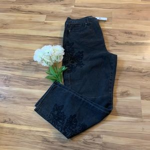 American Eagle NWT embroidered high rise Mom Jeans